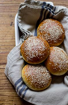 Learn how to make light brioche hamburger buns with whole wheat flour. It's a light and fluffy recipe perfect for any burger. Beignets, Donuts, Whole Grain Flour, Biscuits, Hamburger Buns, Sandwiches, Incredible Recipes, Bread Rolls, Bread Recipes