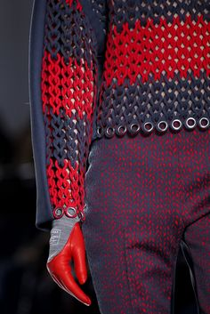 Balenciaga Fall 2014 RTW - Details - Fashion Week - Runway, Fashion Shows and Collections - Vogue Runway Fashion, Fashion Art, High Fashion, Fashion Show, Fashion Design, Fashion Trends, Balenciaga, Knitwear Fashion, Crochet Fashion