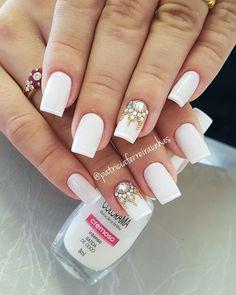 White nails with gemstones - Diy Nail Designs Diamante Nails, Uñas Diy, Gold Glitter Nails, Diy Nail Designs, Manicure E Pedicure, Fabulous Nails, Trendy Nails, Classy Nails, White Nails