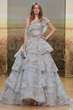 Ziad Nakad Spring-Summer Haute Couture - Fashion Week ( United Kingdom - look Pretty Outfits, Pretty Dresses, Beautiful Outfits, Beautiful Evening Gowns, Evening Dresses, Victor Ramos, Prom Dress Couture, Ellie Saab, Fantasy Dress