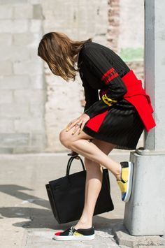 How to wear graphic prints, Céline shoes, Hermès bag / Garance Doré