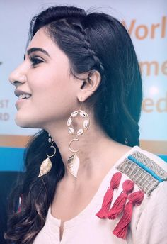 How To Choose The Perfect Pair Of Gold Diamond Earrings Samantha Images, Samantha Ruth, Cute Celebrities, Indian Celebrities, Celebs, Latest Hairstyles, Cool Hairstyles, Hairstyle Ideas, Sr1