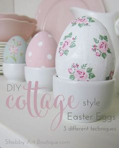 Pasqua: decorare le uova in stile Shabby - DIY Cottage Style Easter Eggs - Shabby Art Boutique Diy Craft Projects, Easter Projects, Easter Arts And Crafts, Egg Crafts, Ostern Wallpaper, Diy Osterschmuck, Shabby Chic, Shabby Cottage, Style Cottage