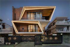 Modern Exterior House Designs, Modern House Facades, Bungalow Exterior, Dream House Exterior, Modern House Design, Architect Design House, Architecture Building Design, Facade Design, Architecture Interiors
