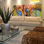 Encontre as melhores ideias e inspirações para casa. Apartamento para um jovem casal em tons de cinza por Helô Marques Associados | homify
