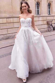 Wedding Dress Chiffon, Wedding Bridesmaid Dresses, Dream Wedding Dresses, Designer Wedding Dresses, Minimal Wedding Dress, Classic Wedding Dress, Perfect Wedding Dress, Justin Alexander, Strapless Sweetheart Neckline