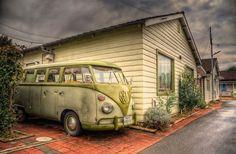 Volkswagen Bus - Lemona Mama