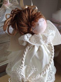 Un simpatico Angioletto di stoffa realizzato a mano.