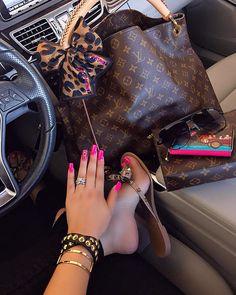 Louis Vuitton Monogram Tote . Best LV Artsy Bag For Fashion Women.
