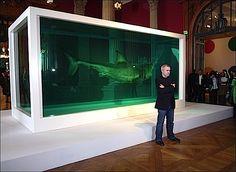 Musée océanographique de Monaco Cornucopia Damien Hirst ::Damien Hirst pose devant son oeuvre The Immortal