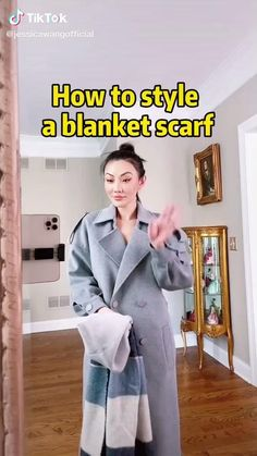 How To Wear A Blanket Scarf, Ways To Wear A Scarf, How To Wear Scarves, Blanket Scarf Outfit, Scarf Wearing Styles, Scarf Styles, Mode Outfits, Fall Outfits, Diy Fashion Videos