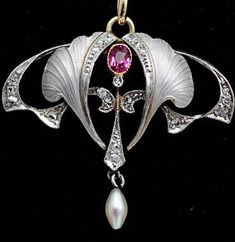 Art nouveau platinum pendant, 1900. nice platinum pendant set with a ruby, diamonds and enamel, French, 1900.