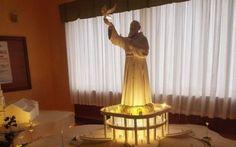MEGA STATUA DI PADRE PIO NEL CILENTO. SCATTANO LE PROTESTE DELLE ASSOCIAZIONI È fresca la notizia dell'approvazione del protocollo di intesa tra i comuni di Ogliastro Cilento e Prignano Cilento per la realizzazione di un luogo di culto dedicato a Padre Pio. L'aspetto sicuramen #padrepio #cilento