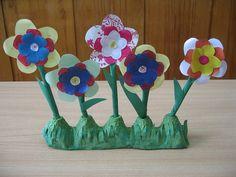 bloemen in eierdoos