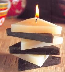 Making candles can be great fun. There are many areas of the candle making business you need to consider before embarking o Fancy Candles, Best Candles, Soy Candles, Diy Candles Video, Homemade Candles, Ramadan Decoration, Decoration Christmas, Creation Bougie, Velas Diy