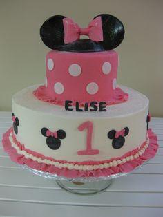 Minnie Mouse cake (by Kassie kakes) MI