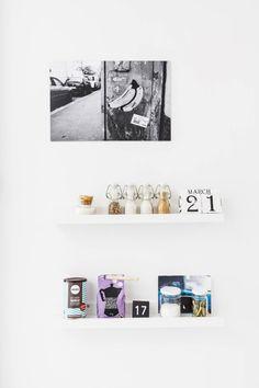 20130321 Helsinki. Hauskoja oivalluksia. Kuvassa avohylly. Koti ja keittiö / Mika Pollari. HUOM! Kysy päätoimittajalta saako juttua antaa eteenpäin, koska jutussa olleilta ihmisiltä on ensin kysyttävä lupa saako heidän kotiaan esitellä muualla kuin Koti ja keittiö lehdessä.