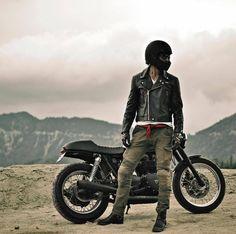 Stylin Saturday! @diamond_dave_brandt wearingMOTORPOOL Armored Jeans //@triggerchrome www.uglybrosusa.com/shop . . . . #uglybros_usa #uglybrosusa #ubusa #motorcycle #caferacer #caferacers #triumph #triumphcaferacer #bonneville #thruxton #tracker...
