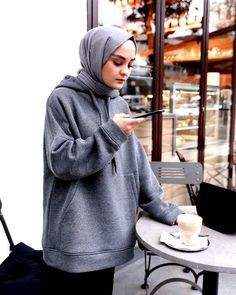 112 hijabs not to be missed this winter - page 5 Modern Hijab Fashion, Street Hijab Fashion, Hijab Fashion Inspiration, Muslim Fashion, Modest Fashion, Fashion Outfits, Fashion Trends, Women's Fashion, Hijab Chic