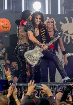 Alice Cooper Photos Photos: Johnny Depp and Alice Cooper Jam at 'Jimmy Kimmel Live' Alice Cooper, Nita Strauss, The Hollywood Vampires, Women Of Rock, Jimmy Kimmel Live, Heavy Metal Music, Rockn Roll, Music Photo, The Villain