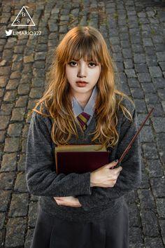 Photoshoot: Cosplay Harry Potter by S--cc Estilo Harry Potter, Harry Potter Style, Blackpink Jisoo, Hermione Granger, K Pop, Hogwarts, Lisa Park, Blackpink Poster, Harry Potter Cosplay