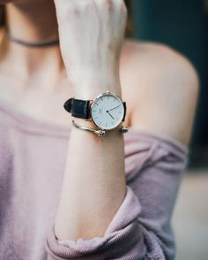 use promo code to get off your daniel wellington purchase! Minimal Jewelry, Simple Jewelry, Jewelry Ideas, Daniel Wellington, Wear Watch, Watches Photography, Fossil Watches, Beautiful Watches, Classic Collection