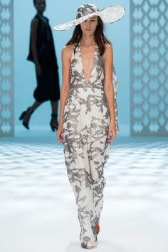Chalayan Spring 2015 Ready-to-Wear - Collection - Gallery - Look 26 - Style.com