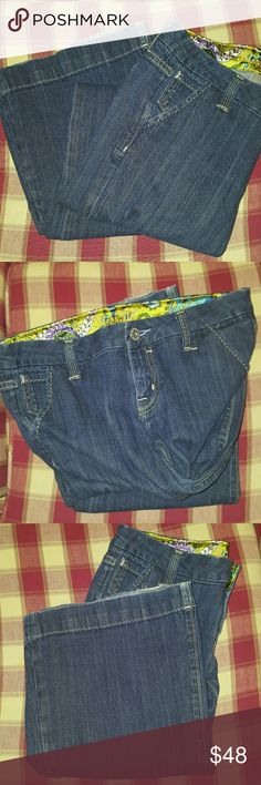 """Flare leg vintage style Miss Me Size 27 inseam 32"""" supper cute dark wash flare leg Miss Me jeans. Bottoms have a little distress where it has frayed but supper cute and in good condition. Miss Me Pants Boot Cut & Flare"""