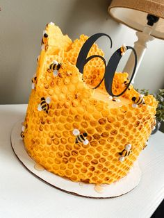 Creative Cake Decorating, Birthday Cake Decorating, Creative Cakes, Bee Cakes, Cupcake Cakes, Bee Cake Pops, Creation Bougie, 60th Birthday Cakes, Spring Cake