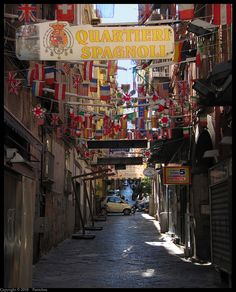 Naples : Quartieri Spagnoli - Vicolo Giardinetto - Explore by Pantchoa, via Flickr