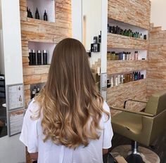 72 Brunette Hair Color Ideas in 2019 – dessins de cheveux Brown Hair With Blonde Highlights, Honey Blonde Hair, Brown Hair Balayage, Brunette Hair, Hair Highlights, Ombre Hair, Brunette Color, Honey Balayage, Light Highlights
