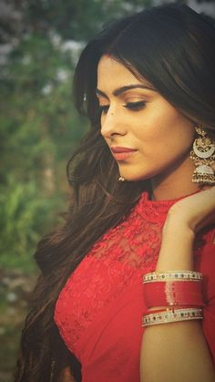 Loving her simple and elegant look isn't she is looking effortlessly gorgeous. Saree Poses, Indian Tv Actress, Bride Poses, Cute Girl Photo, Indian Designer Outfits, Most Beautiful Indian Actress, Girly Pictures, Girls Dpz, India Beauty