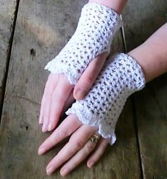 Google Image Result for http://blog.themakingspot.com/sites/blog.themakingspot.com/files/inline_images/ruth_m_wrist_warmers_3.jpg
