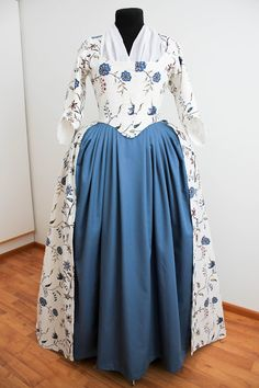 Rococo Atelier: Williamsburg print gown (aka yet another floral print robe à l'Anglaise)