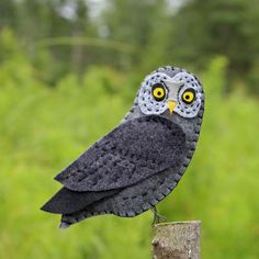A felt ornament pattern for a great gray owl.