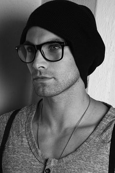 Beanie and Glasses. Needs a little beard. Stylish Men, Men Casual, Smart Men, Mens Gloves, Sharp Dressed Man, Men's Grooming, Most Beautiful Man, Swagg, Gq