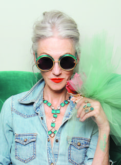 Karen Walker X Advanced Style as rocked out by Miss Linda Rodin, so incredibly stylish! Fashion Over, Look Fashion, Woman Fashion, Fashion Beauty, 50 Fashion, Beauty Style, Cheap Fashion, Ladies Fashion, Fashion Brands