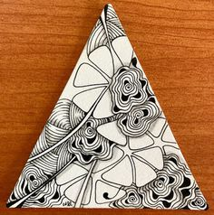 "The Diva's Weekly Challenge ""UMT - Moowa by Anya Ipsen, CZT"" Moowa is a really fun tangle, had to be very careful that I didn't s. Zentangle Drawings, Doodles Zentangles, Abstract Drawings, Zentangle Patterns, Tangle Doodle, Zen Doodle, Doodle Art, Zantangle Art, Triangle Art"