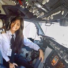 Pre Flight Pilot Training for Wanna Be an Airline Pilot Qantas Airlines, Flight Pilot, Airplane Photography, Fire Photography, Pilot Uniform, Airline Pilot, Pilot Training, Female Pilot, Air New Zealand