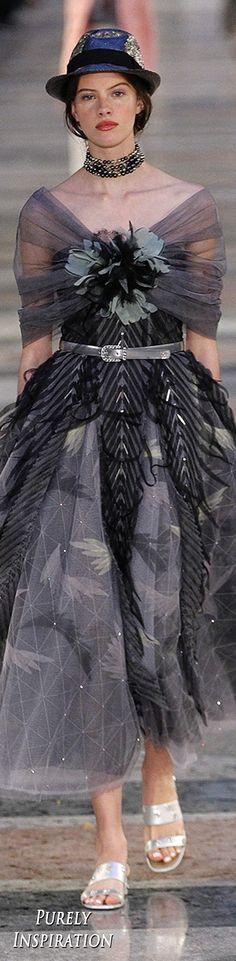 #Farbbberatung #Stilberatung #Farbenreich mit www.farben-reich.Chanel Resort 2017 Women's Fashion   Purely Inspiration