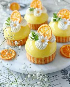 These orange cheesecake tarts is the taste of SUMMER we are craving for! Would these make it to your desert table? Fancy Desserts, Delicious Desserts, Dessert Recipes, Yummy Food, Gourmet Desserts, Fudge Recipes, Cute Food, Beautiful Cupcakes, Beautiful Desserts