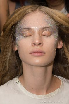 Glitter eye make-up being blown on for the Nicopanda Spring 2016 show. Amazing effect