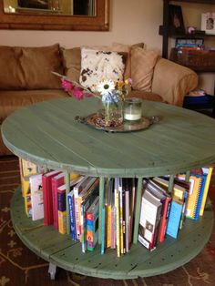 Cable Spool to bookshelf coffee table-a tutorial. Sass in Spades. Repurposed Furniture, Home Furniture, Furniture Ideas, Cheap Home Decor, Diy Home Decor, Wooden Cable Spools, Wire Spool, Drum Coffee Table, Diy Casa