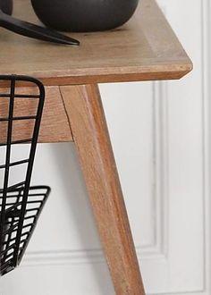 Décidément parfaite cette petite table, chinée pour 3 francs 6 sous ...                Photos I.Chalumeau