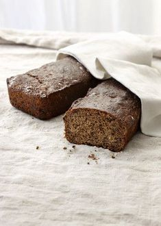 Gluteeniton joululeipä Foods With Gluten, Gluten Free Recipes, Bread Recipes, Fodmap, No Bake Cake, Free Food, Banana Bread, Brunch, Food And Drink