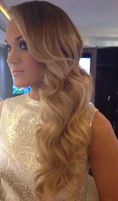carrie underwood-love the wavy hair My Hairstyle, Pretty Hairstyles, Wedding Hairstyles, Non Plus Ultra, Gorgeous Hair, Beautiful Wife, Amazing Hair, Dream Hair, Tumblr