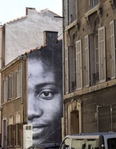 UNFRAMED – Marseille par JR – Berthe et Diallo - photo �WonderBrunette - www.street-art-avenue.com