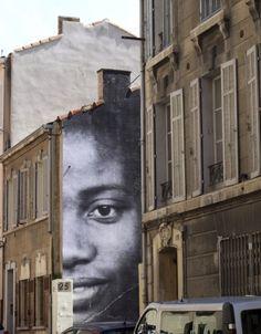 UNFRAMED – Marseille par JR – Berthe et Diallo - photo �WonderBrunette - www.street-art-avenue.com