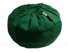 Meditační polštář Zafu se snímatelným obalem. Tento meditační polštář má snímatelný obal.  Vnitřek polštáře je plnohodnotné zafu, a může být v jiné barvě než obal.  Používat jej tedy můžete s obalem i bez.  Stačí si vybrat ve variantách produktu jakou chcete barvu obalu a jakou barvu vnitřního polštáře. Cena: 998,00 Kč ($52)