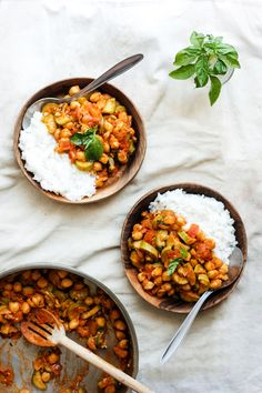 Summer Chickpea, Zucchini + Tomato Stew of basil {vegan + gf} Zucchini Tomato, Tomato Basil, Vegan Zucchini, Vegetarian Recipes, Cooking Recipes, Healthy Recipes, Easy Chickpea Curry, Healthy Snacks, Healthy Eating